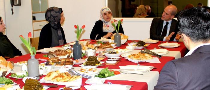 50 jaar migratie- Aan tafel met Diederik Samsom bij Royaal Zorg